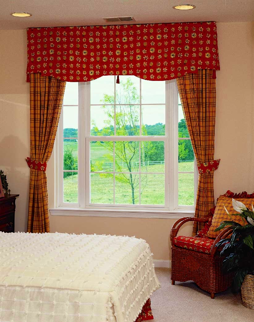 Double Hung W Picture Window Flankers And Colonial Grids